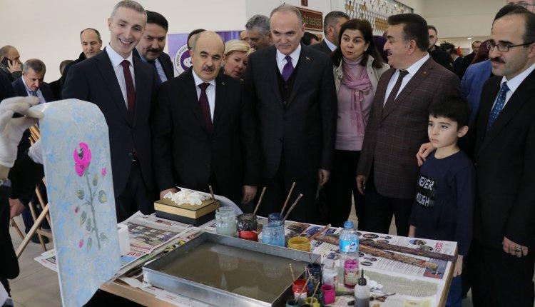 """DÜZCE'DE YÜKÜMLÜLERDEN """"İŞLEYEN ELLER GÜLEN YÜZLER"""" SERGİSİ"""
